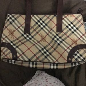 Handbags - Burberry purse